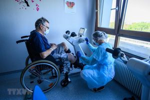 Pháp thử nghiệm cách ly bệnh nhân mắc COVID-19 trong khách sạn