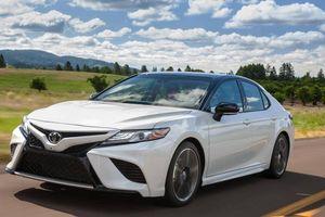 Toyota Camry LE 2020 tại Mỹ có giá bán 611 triệu được trang bị những gì?