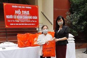 Quận Hai Bà Trưng: 177 hộ công giáo, hội viên người mù nhận quà hỗ trợ phòng chống dịch Covid-19