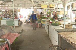 Châu Thành phun xịt sát khuẩn khu vực các chợ
