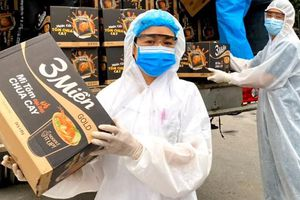Uniben tặng 150.000 bữa ăn dinh dưỡng tới các y bác sĩ