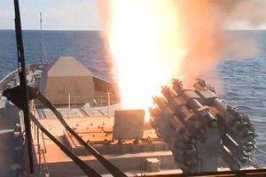 Đội tàu chiến tối tân của Nga khoe sức mạnh vũ bão trong tập trận
