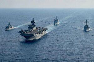 Tàu chiến Mỹ - Trung đối đầu trong căng thẳng ở Biển Đông