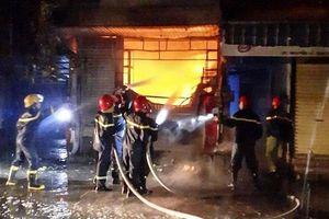 Cháy một cửa hàng tạp hóa ở Huế, năm người trong gia đình thoát nạn