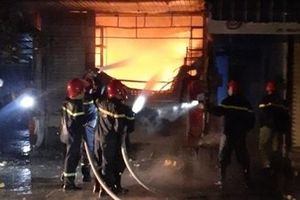 40 cảnh sát kịp thời khống chế vụ cháy ngôi nhà 3 tầng