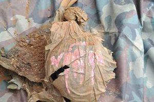 Hài cốt liệt sỹ bọc lớp tăng võng có chữ 'Viên' được phát hiện trong trường học