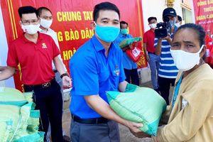 Đoàn thanh niên Lâm Đồng trao quà cho hàng ngàn hộ đồng bào dân tộc thiểu số