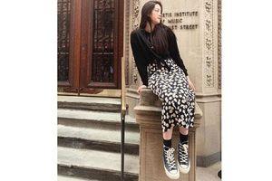 Sao 'mix đồ' phong cách với giày thể thao