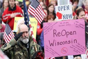 Thêm nhiều bang Mỹ tiếp tục dỡ bỏ hạn chế, bất chấp cảnh báo
