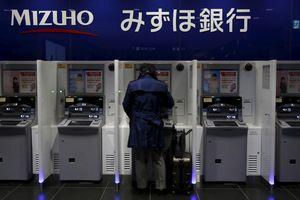 Người Nhật Bản ngại rút tiền từ ATM vì sợ virus corona
