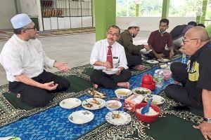 Dân Malaysia phẫn nộ vì thứ trưởng vi phạm phong tỏa bị phạt 229 USD