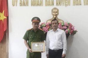 Khen thưởng thành tích đấu tranh, phòng chống tội phạm