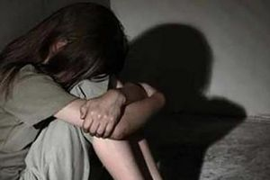 Mẹ ruột bán trinh con gái 13 tuổi cho gã bác sĩ bị tuyên 6 năm tù