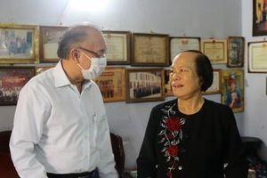 Trung tướng Lê Đông Phong thăm, tặng quà các gia đình chính sách
