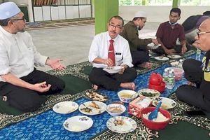 Thứ trưởng Malaysia nộp 5 triệu đồng vi phạm phong tỏa, người dân bức xúc