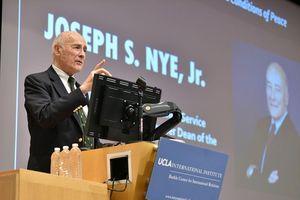Học giả Joseph Nye Jr.: Covid-19 thách thức sự lãnh đạo của Mỹ