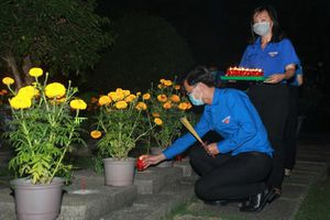 Tuổi trẻ TP. HCM thắp nến tri ân các anh hùng liệt sĩ