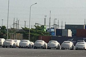 Siêu xe Ferrari, hàng chục ôtô Nissan bị 'bỏ quên' ở cảng Hải Phòng
