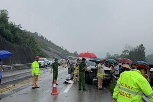 Ba ô tô tai nạn liên hoàn trên cao tốc Nội Bài - Lào Cai, tài xế nhập viện
