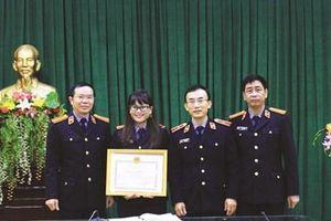 Nữ Kiểm sát viên vững nghiệp vụ, giỏi 'vai' Báo cáo viên