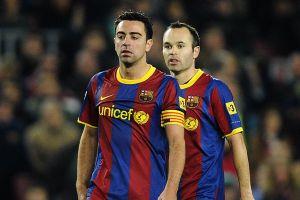 Độc giả bầu chọn tiền vệ xuất sắc giữa Xavi và Iniesta