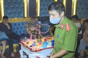 Quán karaoke bên ngoài đóng cửa bên trong 43 thanh niên sử dụng ma túy