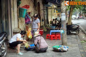 Phố bán thứ 'nhầy nhụa, gớm ghiếc' ở Hà Nội xưa giờ ra sao?