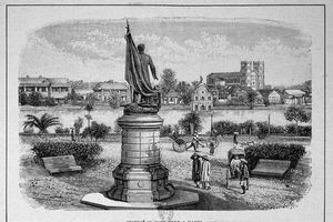 Hình độc về tượng Nữ thần Tự Do trên đỉnh tháp Rùa Hà Nội