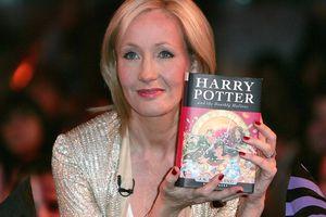 5 nhà văn đổi đời nhờ viết sách
