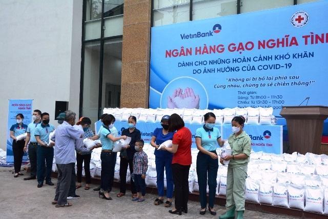 Trao 500 suất gạo tặng người nghèo ở Yên Bái
