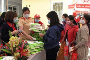 Phiên chợ nhân đạo trao hơn 3 tỷ cho người nghèo