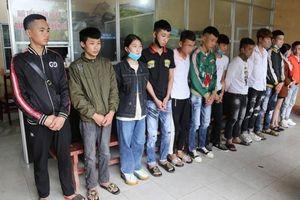14 thanh, thiếu niên 'đầu trần' đua xe trên đường lên Tây Thiên