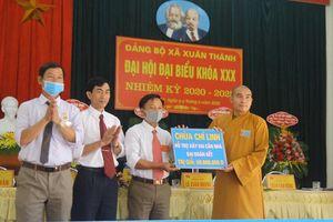 Chùa Chí Linh trao 60 triệu đồng xây nhà Đại đoàn kết