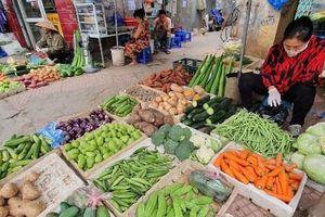 Thị trường ngày 5-5: Rau xanh giảm giá, thịt lợn giá vẫn cao