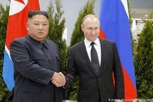 Tổng thống Nga Putin trao tặng Huân chương Anh hùng cho Chủ tịch Triều Tiên