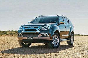 Đối thủ của Hyundai Santa Fe, Toyota Fortuner thiết kế hầm hố, giảm giá tới 165 triệu tại VN