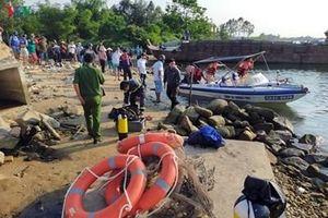 Đã tìm thấy 2 thi thể trong vụ lật thuyền trên sông Thu Bồn