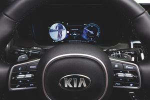 Kia Sorento 2021 có thể quan sát điểm mù qua màn hình trên xe