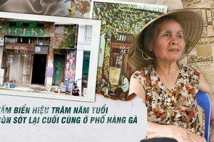 Tấm biển hiệu phủi màu theo thời gian, có tuổi đời trăm năm duy nhất còn sót lại trên phố cổ Hà Nội