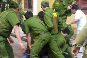 Thanh niên đâm 2 cảnh sát bị thương