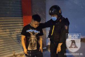Thả ma túy xuống đất, nam thanh niên hỏi câu ngây ngô khi bị CSCĐ bắt giữ