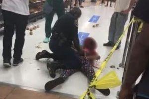 Người phụ nữ bị quật ngã sau khi từ chối đeo khẩu trang ở Walmart