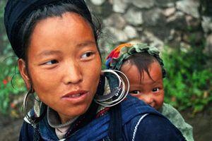 Đi khắp thế giới 10 năm để chụp ảnh về những người mẹ