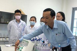 Chế tạo máy rửa tay sát khuẩn từ... hộp khăn giấy