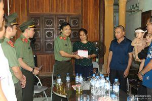 Trao tặng sổ tiết kiệm trị giá 1 tỷ đồng cho gia đình đại úy công an Nghệ An hy sinh khi bắt ma túy