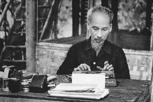 Nhân kỷ niệm 130 năm ngày sinh Chủ tịch Hồ Chí Minh: Người bắc nhịp cầu hữu nghị giữa hai dân tộc Việt - Anh