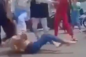 Cô gái trẻ bị túm tóc, đánh đập dã man