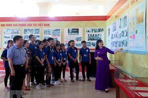 Triển lãm trên 200 hình ảnh, hiện vật quý về Chủ tịch Hồ Chí Minh