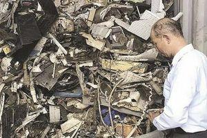 Buộc tái xuất 1.100 container phế thải tại cảng Cát Lái