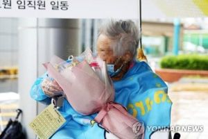 Hành trình 67 ngày chiến thắng Covid-19 của bệnh nhân cao tuổi nhất Hàn Quốc